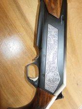 Arme neuve Browning MARAL SF Big Game Threaded 9.3x62 Grade 3, canon fluté scène de chasse